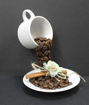 Топиарий с чашкой кофе