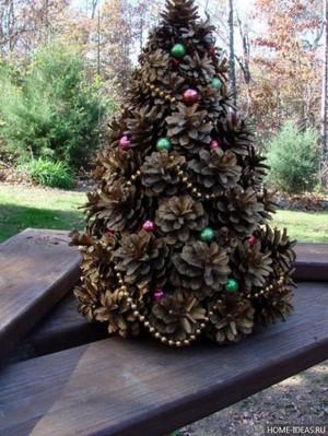Как собрать елку из шишек