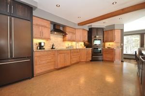 Пробковый пол на кухне: за и против
